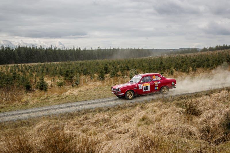 Bilen på den Pirelli internationalen samlar royaltyfri bild