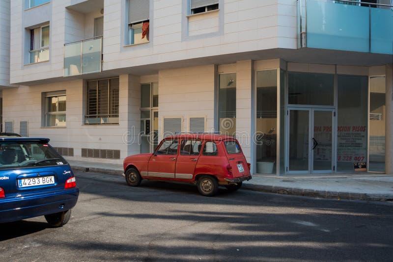 Bilen Renault 4 GTI parkerade på vägen royaltyfria bilder