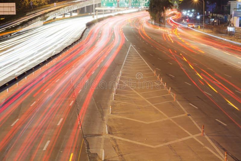 Bilen skuggar i nattstad av det shenzhen porslinet royaltyfri fotografi