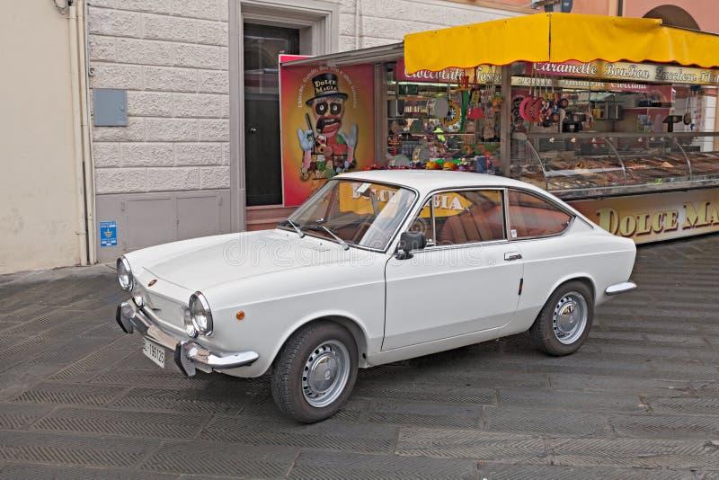 BilFiat 850 för tappning italiensk sport Coupe royaltyfri bild