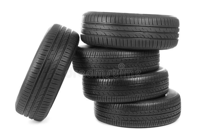 Bilgummihjul på bakgrund fotografering för bildbyråer
