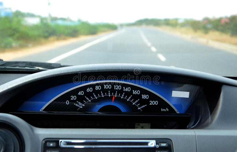 Bilhastighetsmätare royaltyfria bilder