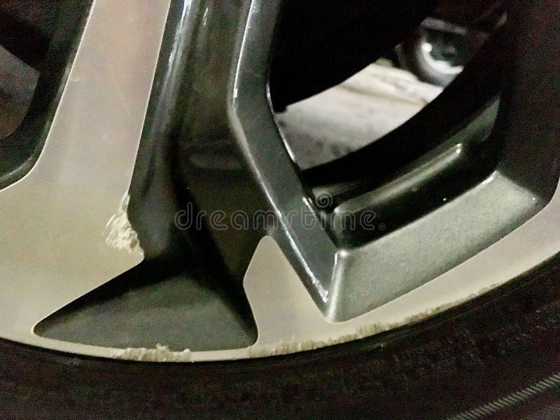 Bilhjulet har skrapat från olyckor royaltyfria foton