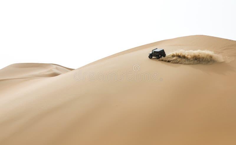 Bilkörning i Rubal Khali Desert på den tomma fjärdedelen, i Abu royaltyfri bild