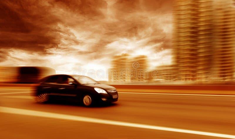 Bilkörning på en motorway arkivbilder