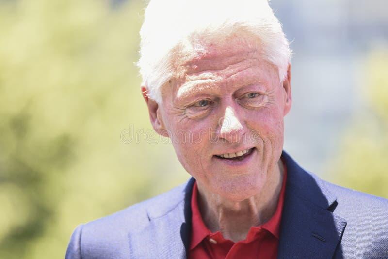 Bill Clinton-Que mira abajo fotos de archivo libres de regalías
