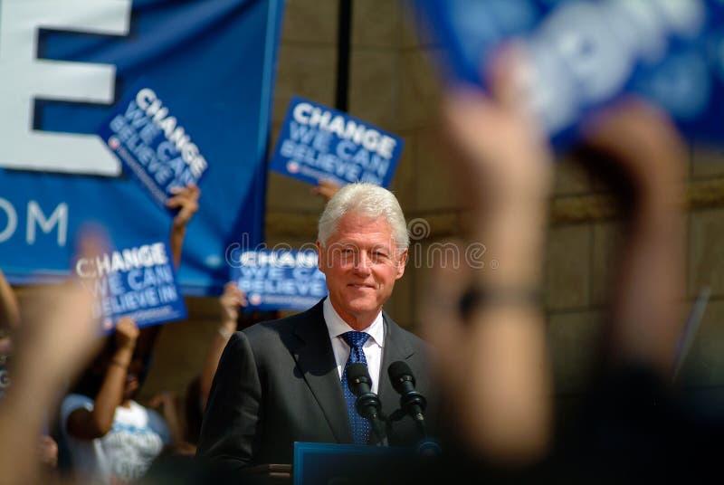 Bill Clinton-Regardant vers le bas photographie stock libre de droits