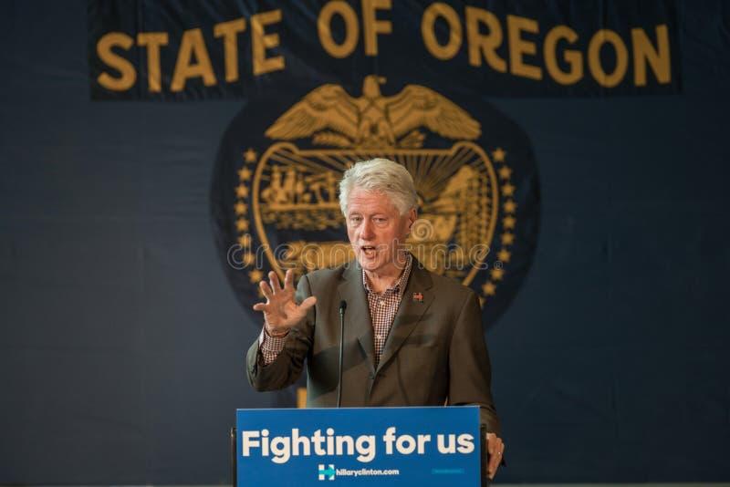 Bill Clinton Stumps para Hillary en la curva, Oregon imagen de archivo libre de regalías