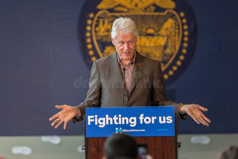 Bill Clinton Stumps para Hillary en la curva, Oregon foto de archivo