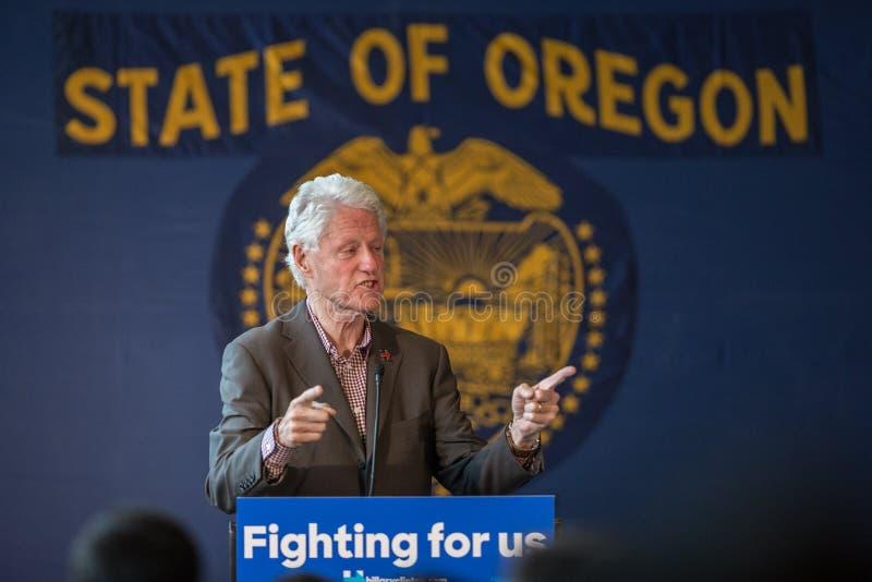 Bill Clinton Stumps pour Hillary dans la courbure, Orégon photo libre de droits
