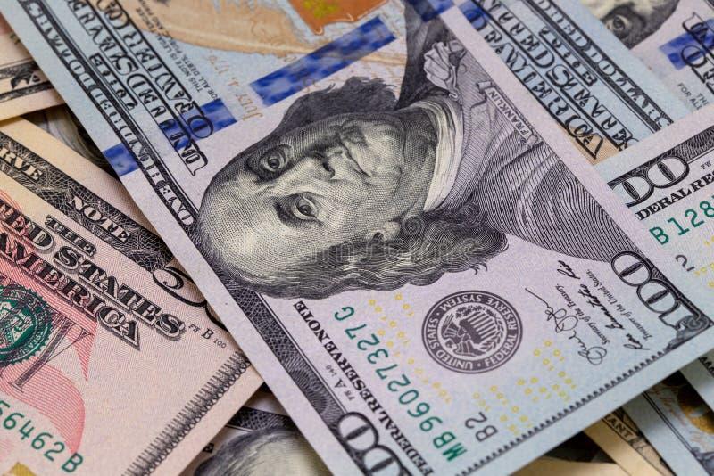 bill tła dolara Amerykańscy dolary Gotówkowego pieniądze Sto dolarów, pięćdziesiąt dolarów, dziesięć dolarów banknotów samiec sto zdjęcia royalty free