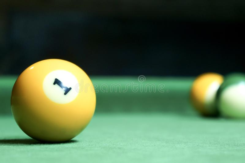 billards Table de billards verte avec des boules photographie stock libre de droits