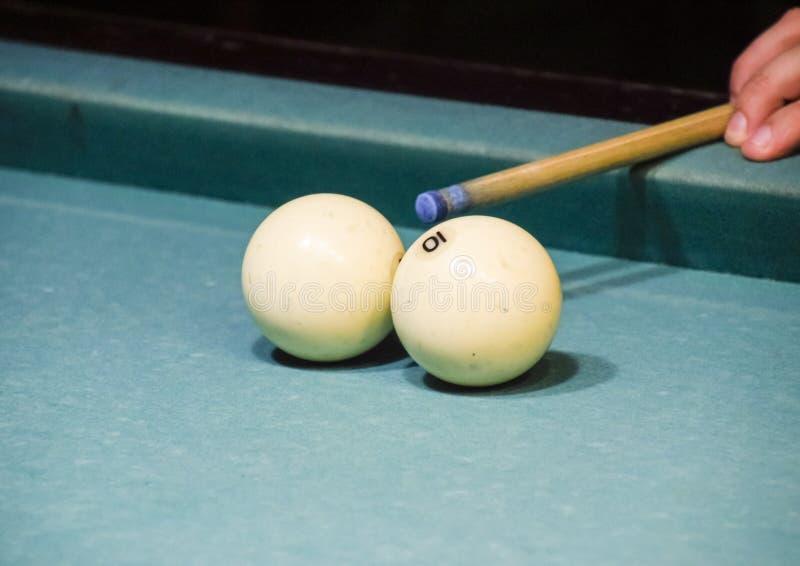 Billares, tabla de billar Alcance de la señal en la bola para el imp foto de archivo