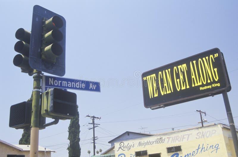 Billboardu ï ¿ czytelniczy ½ możemy dostawać alongï ¿ ½, Południowy Środkowy Los Angeles, Kalifornia fotografia stock