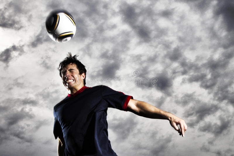 Bille d'en-tête du football image stock
