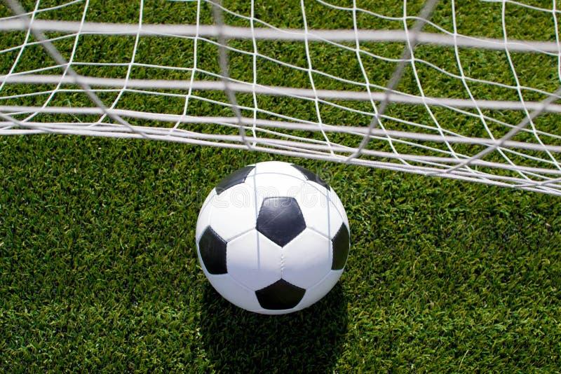 Bille de football dans le réseau photo stock