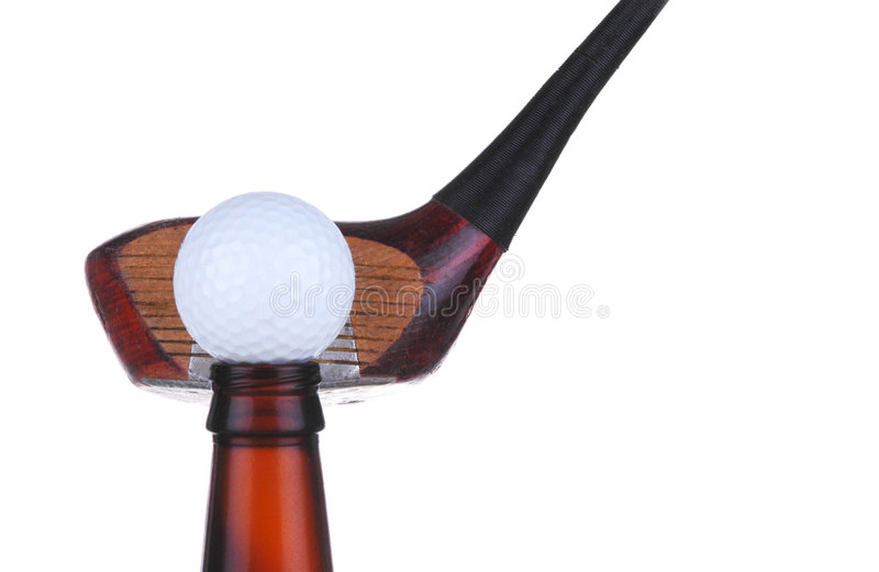 Bille de golf sur la bouteille avec le gestionnaire photographie stock