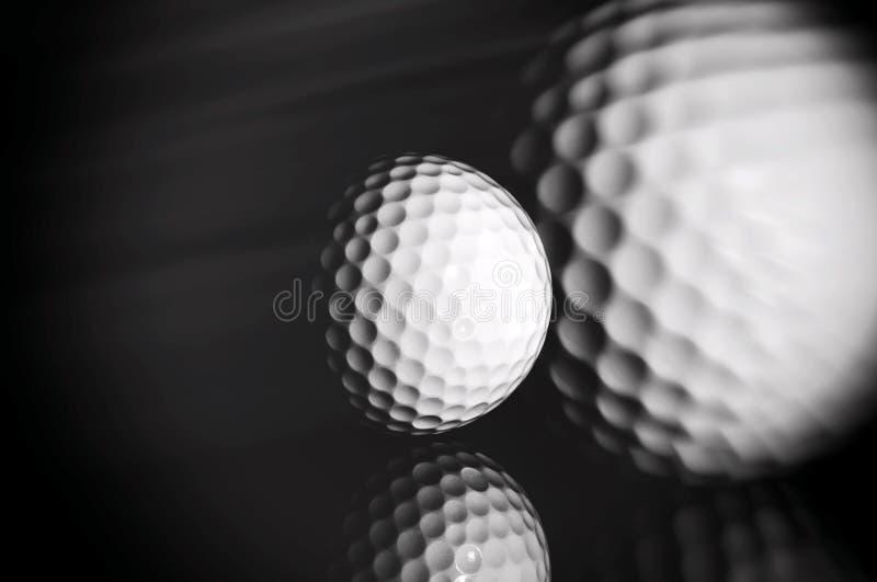Bille de golf sur le fond noir photos libres de droits