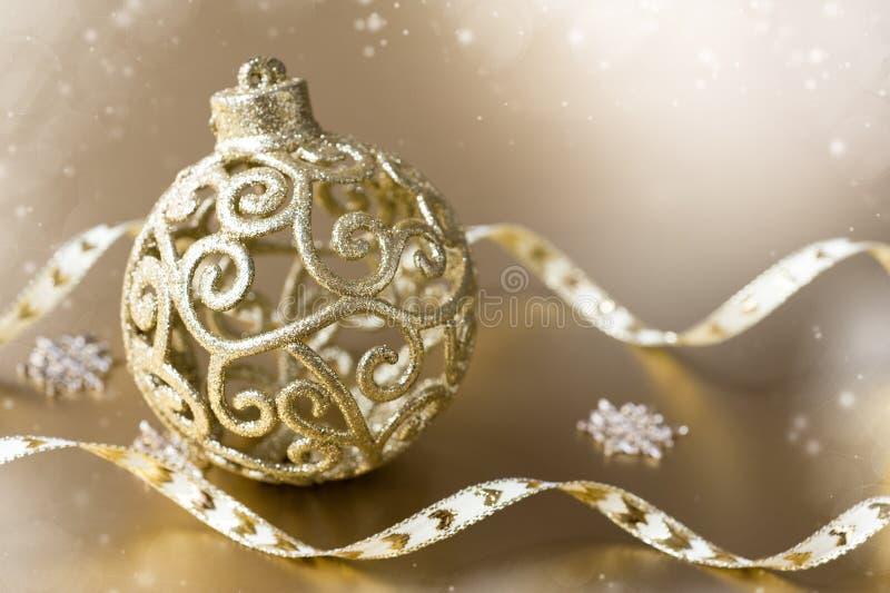 Bille de Noël sur un fond d'or image stock
