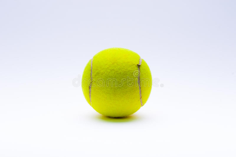 Bille de tennis sur le fond blanc photos stock