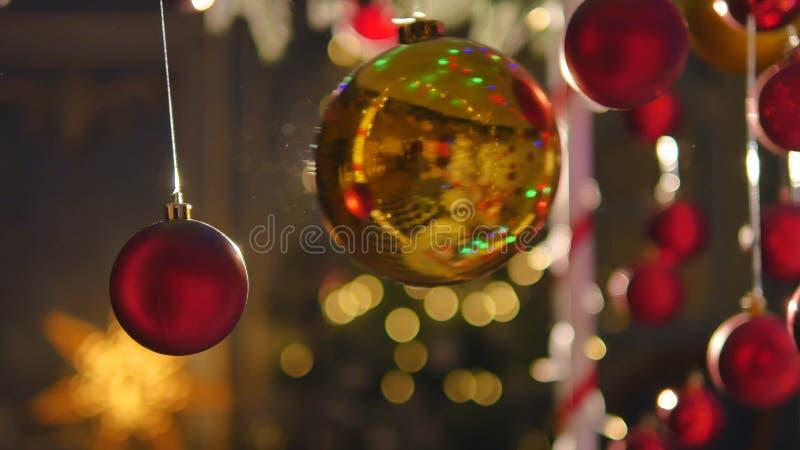 Billes colorées de Noël Ensemble de décorations réalistes d'isolement photographie stock libre de droits