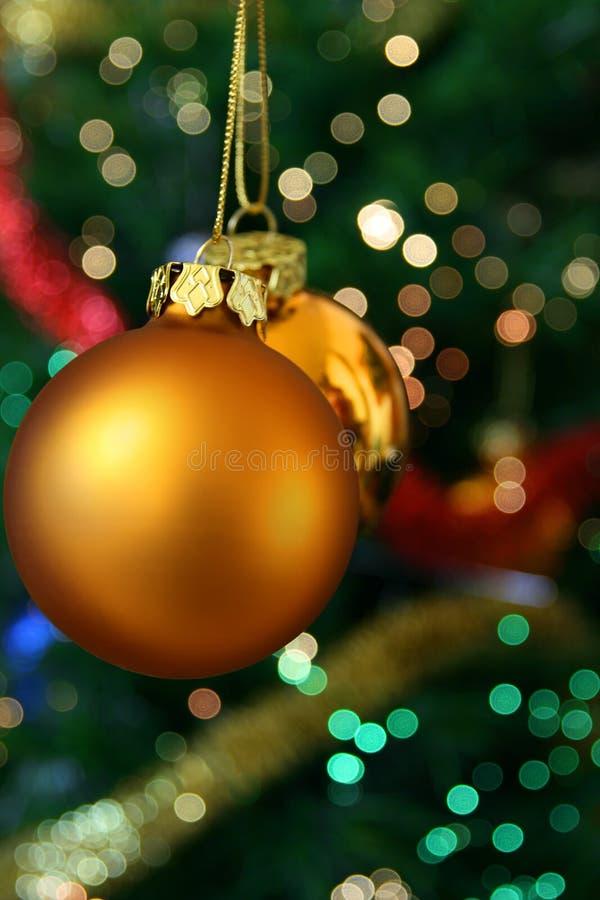 Billes d'or de Noël image libre de droits
