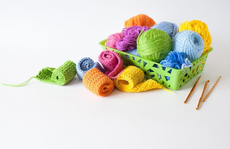 Billes de filé coloré Vue de ci-avant Toutes les couleurs du Ra image stock