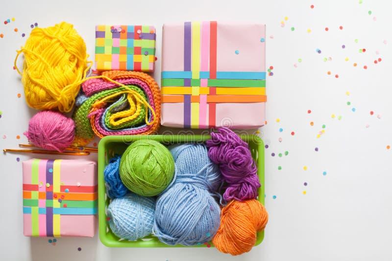 Billes de filé coloré Vue de ci-avant Toutes les couleurs du Ra photographie stock
