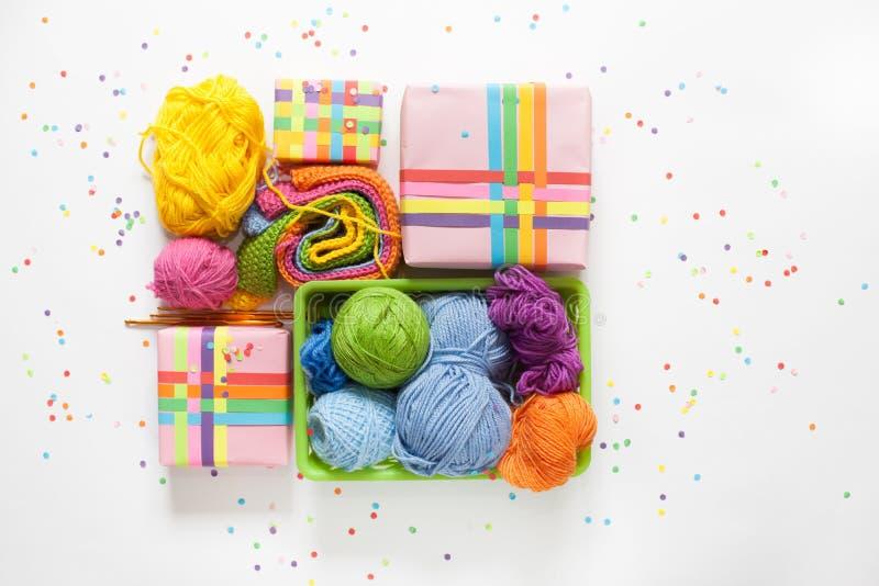 Billes de filé coloré Vue de ci-avant Toutes les couleurs du Ra photographie stock libre de droits