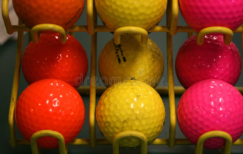 Billes de golf colorées. image stock