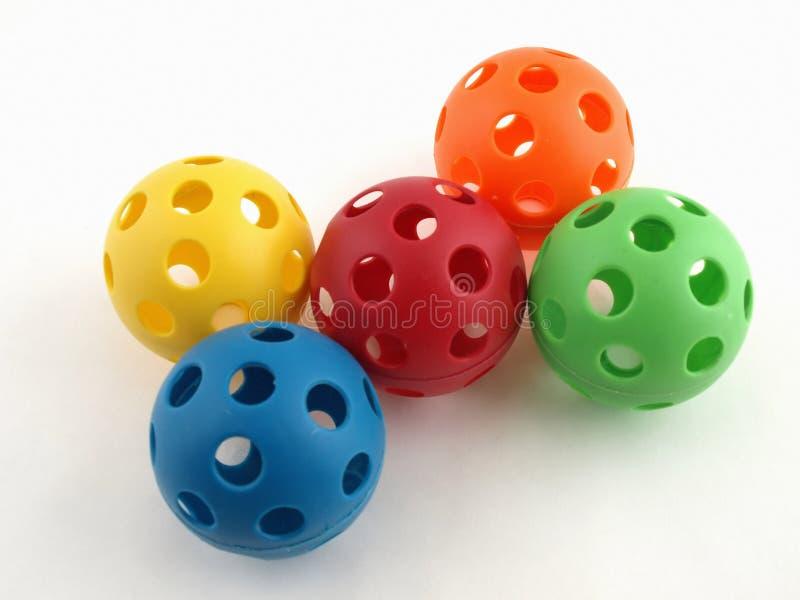 Billes en plastique colorées de jouet images libres de droits