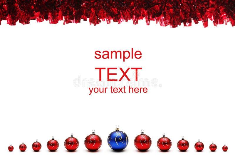 Billes rouges et bleues de Noël avec la tresse photo stock