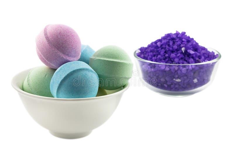 Billes violettes de sel et de bain photographie stock