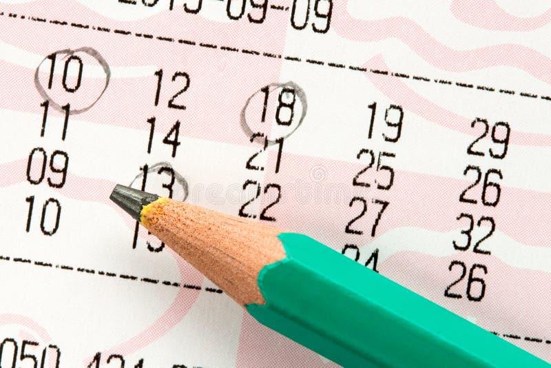 Billet de loterie avec nombres marqués photo libre de droits