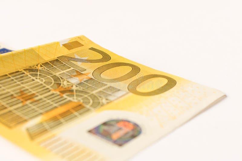 Billete de banco del euro 200 en un fondo ligero Cierre para arriba El concepto de ahorros foto de archivo libre de regalías