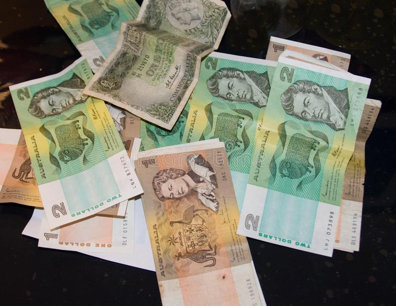 Billetes de banco de papel australianos del vintage multi de la denominación arrugados imágenes de archivo libres de regalías