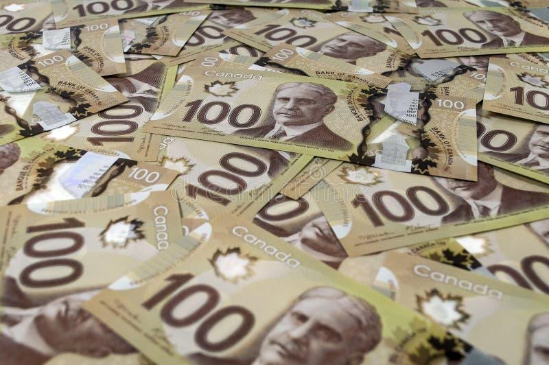 100 billetes de banco del dólar canadiense. fotografía de archivo libre de regalías