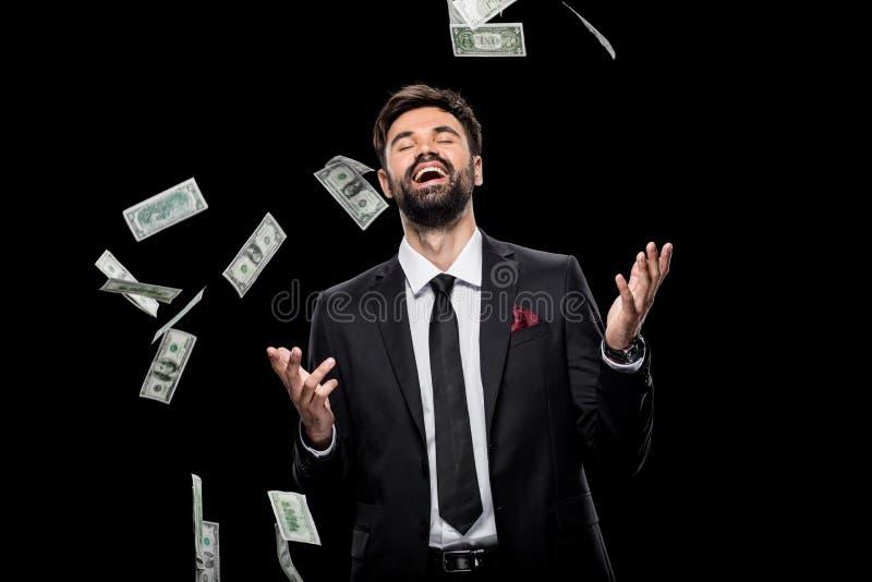 Billetes de banco del dólar del hombre de negocios que lanzan emocionado rico hermoso, foto de archivo