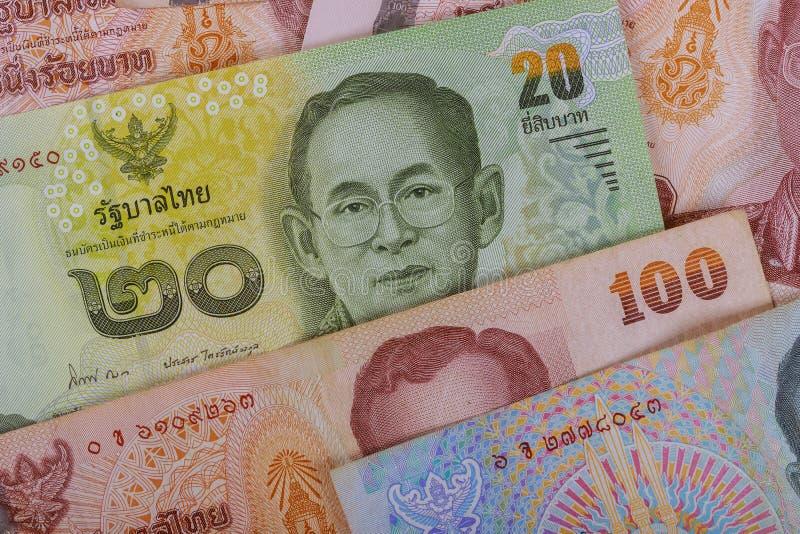 Billetes de banco del nuevo dinero de la cuenta del baht del fondo de Tailandia foto de archivo libre de regalías
