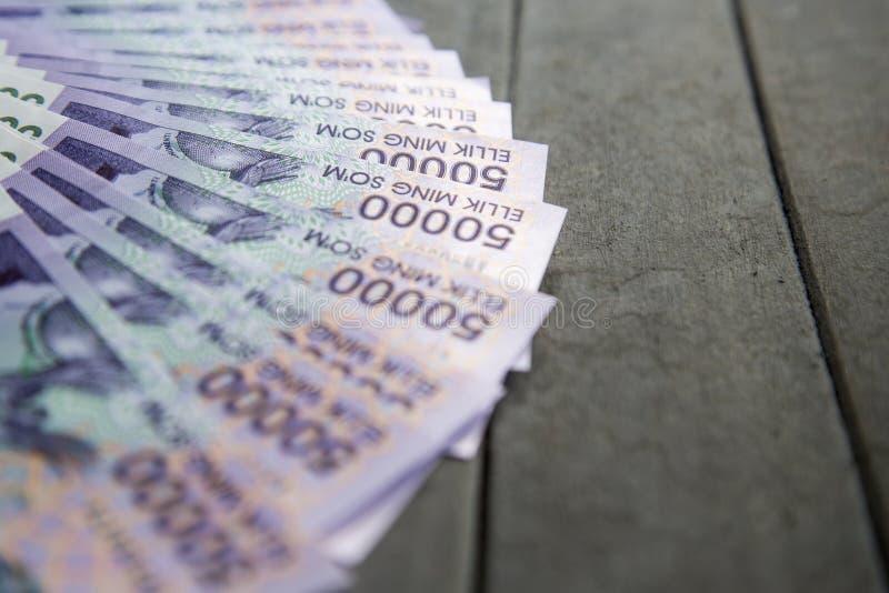 Billetes de banco del Uzbek Cincuenta mil sumas del Uzbek imagen de archivo