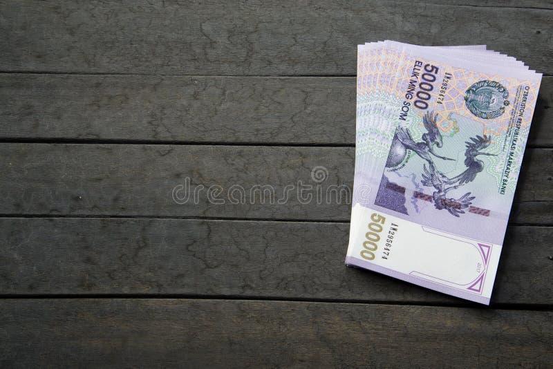 Billetes de banco del Uzbek Cincuenta mil sumas del Uzbek fotografía de archivo
