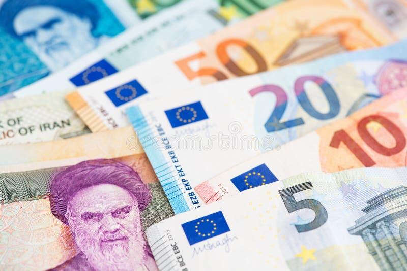 Billetes de banco euro con cierre del rial iraní encima de la imagen fotografía de archivo
