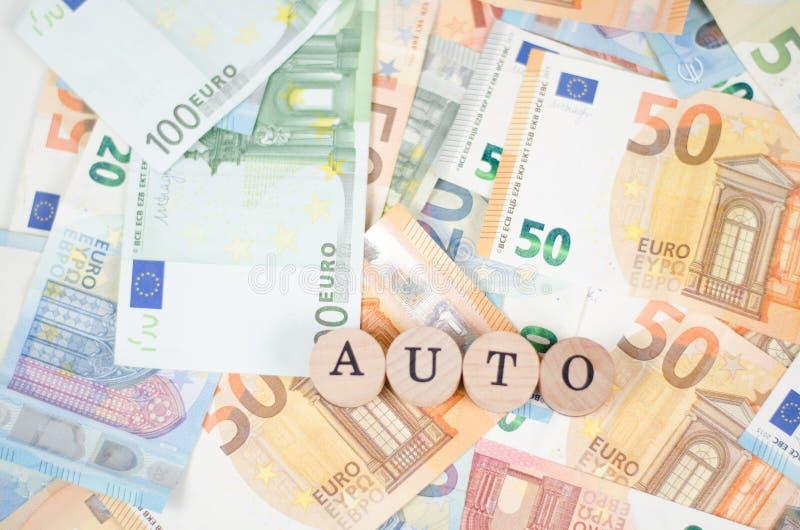 Billetes de banco euro con el AUTO de la fuente fotos de archivo