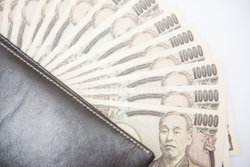 Billetes de banco japoneses del dinero con la cartera marrón fotografía de archivo