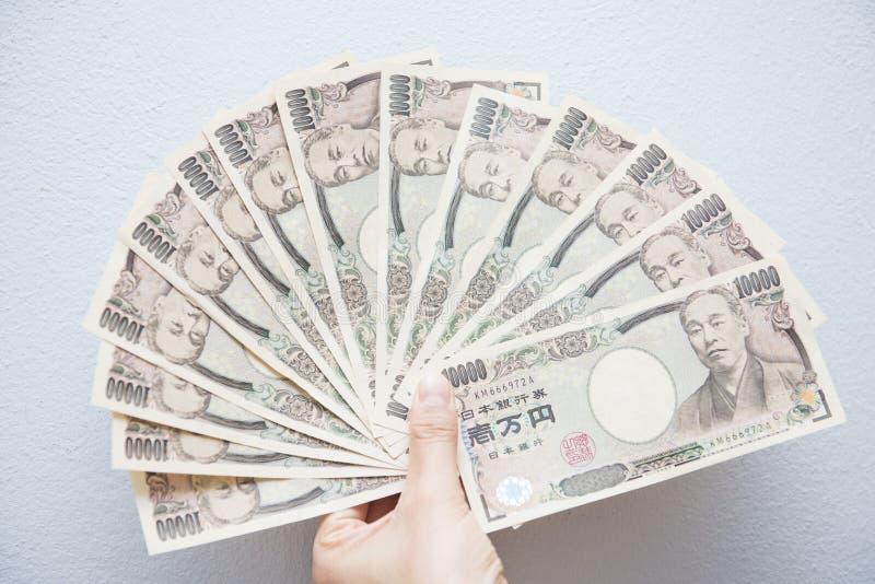 Billetes de banco japoneses del dinero con la cartera marrón imagen de archivo