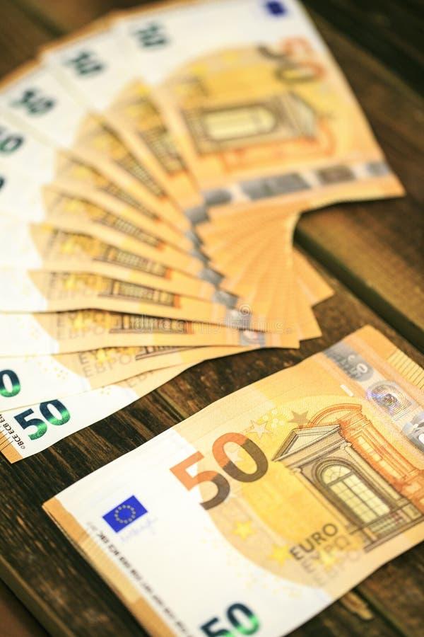 50 billetes de banco de los euros foto de archivo