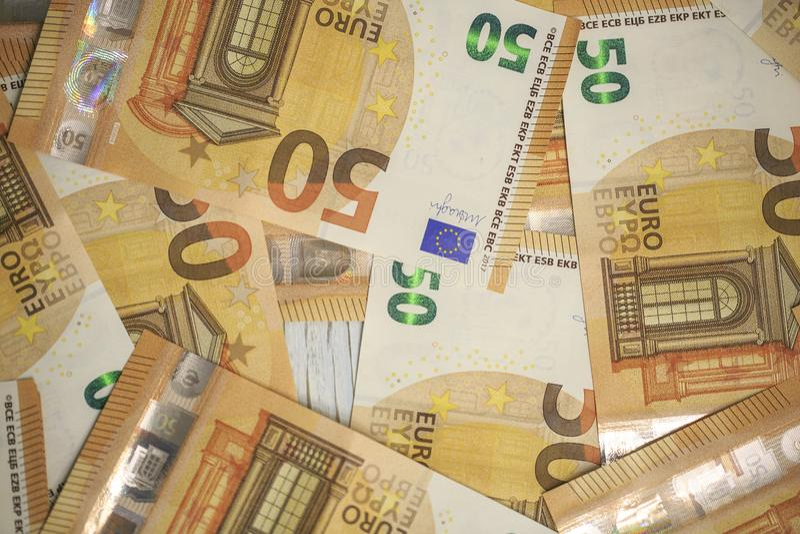 50 billetes de banco de los euros imagenes de archivo