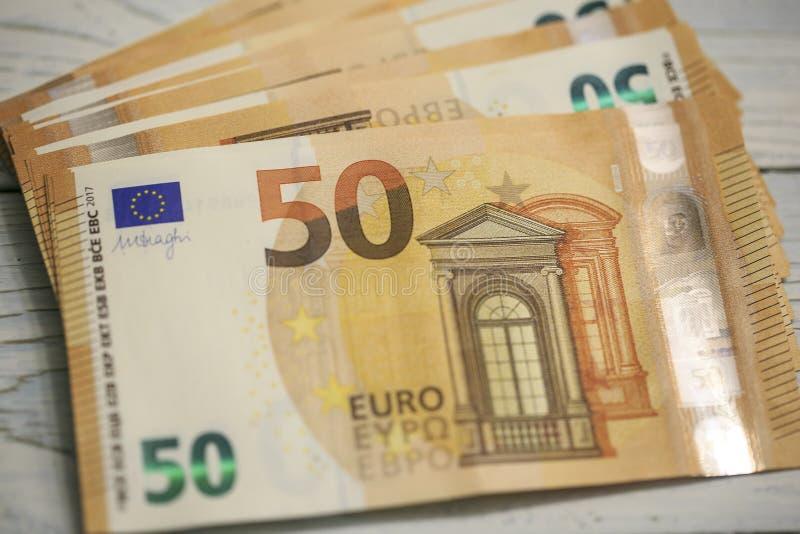 50 billetes de banco de los euros fotos de archivo