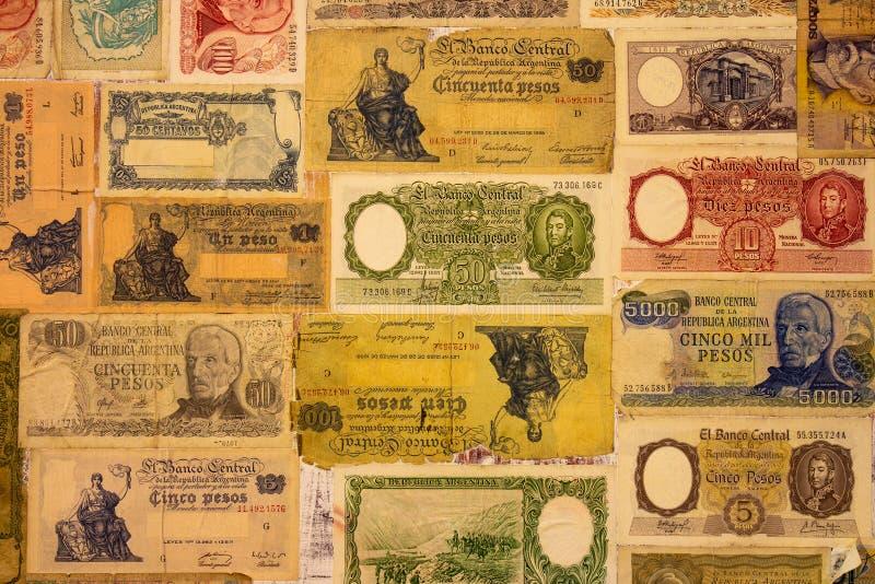 Billetes de banco viejos numerosos de la República Argentina foto de archivo