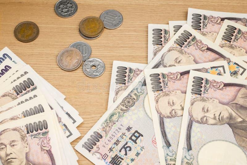 Billetes de banco y monedas japoneses del dinero foto de archivo libre de regalías